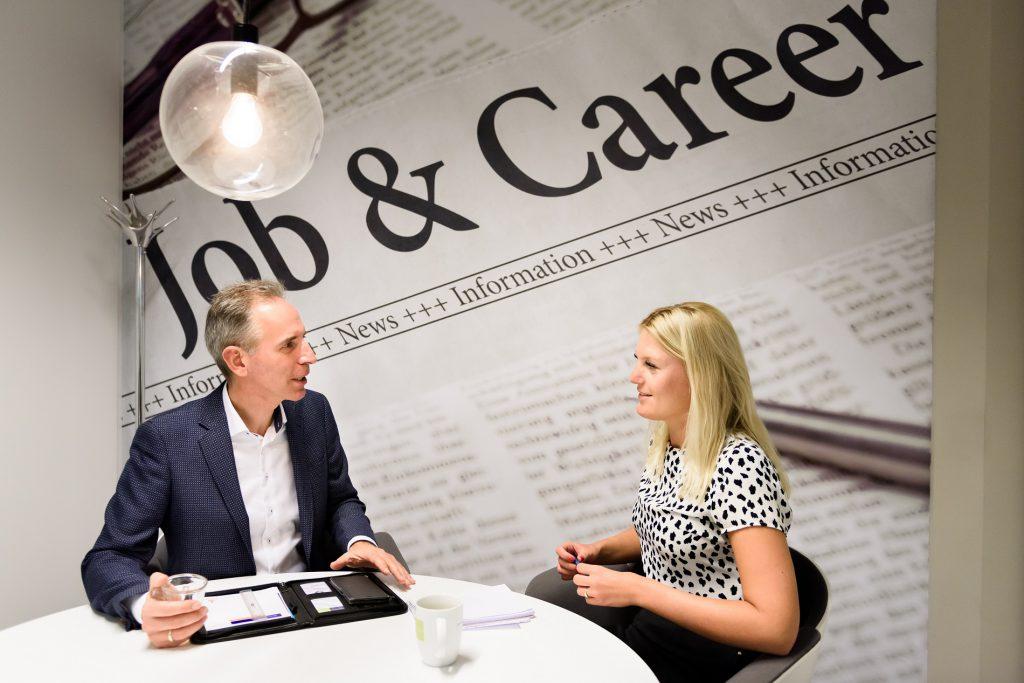 Wel of niet samenwerken recruitmentbureau als zzp salarisadministrateur